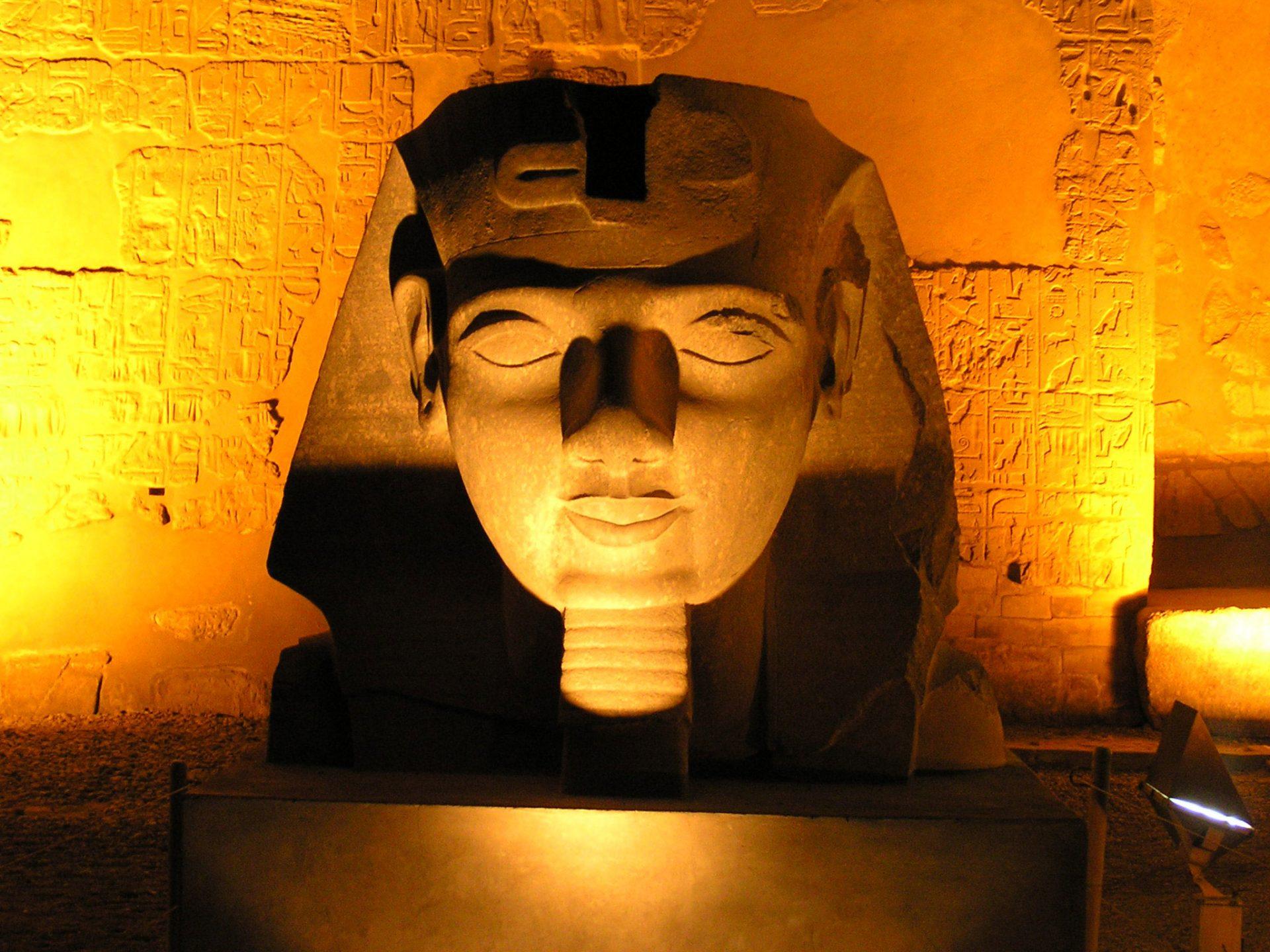 Farao statue