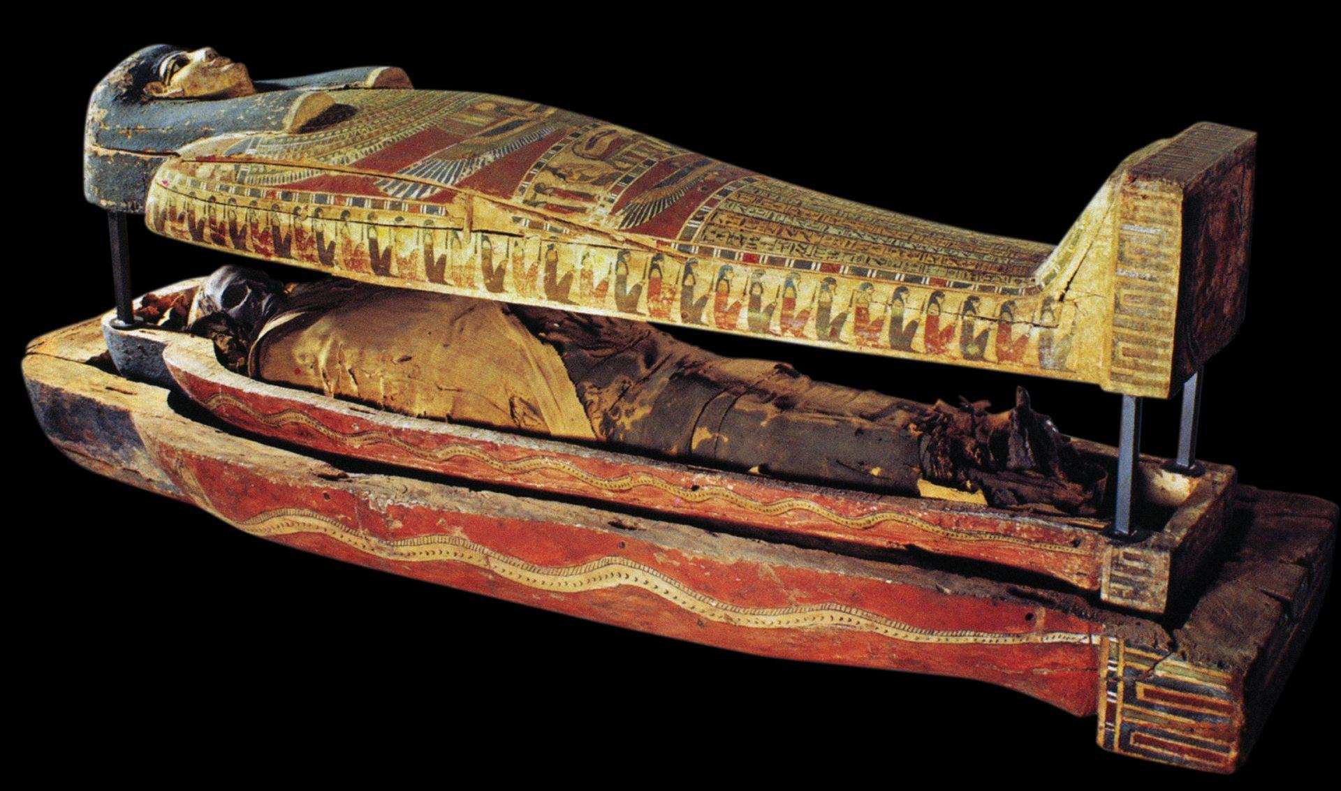 Mumie i en gammel egyptisk kiste