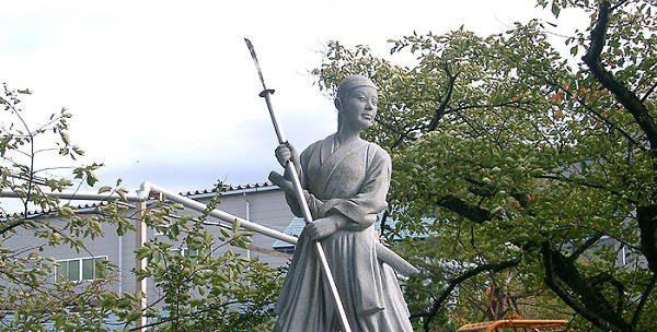 Statue av Nakano Takeko