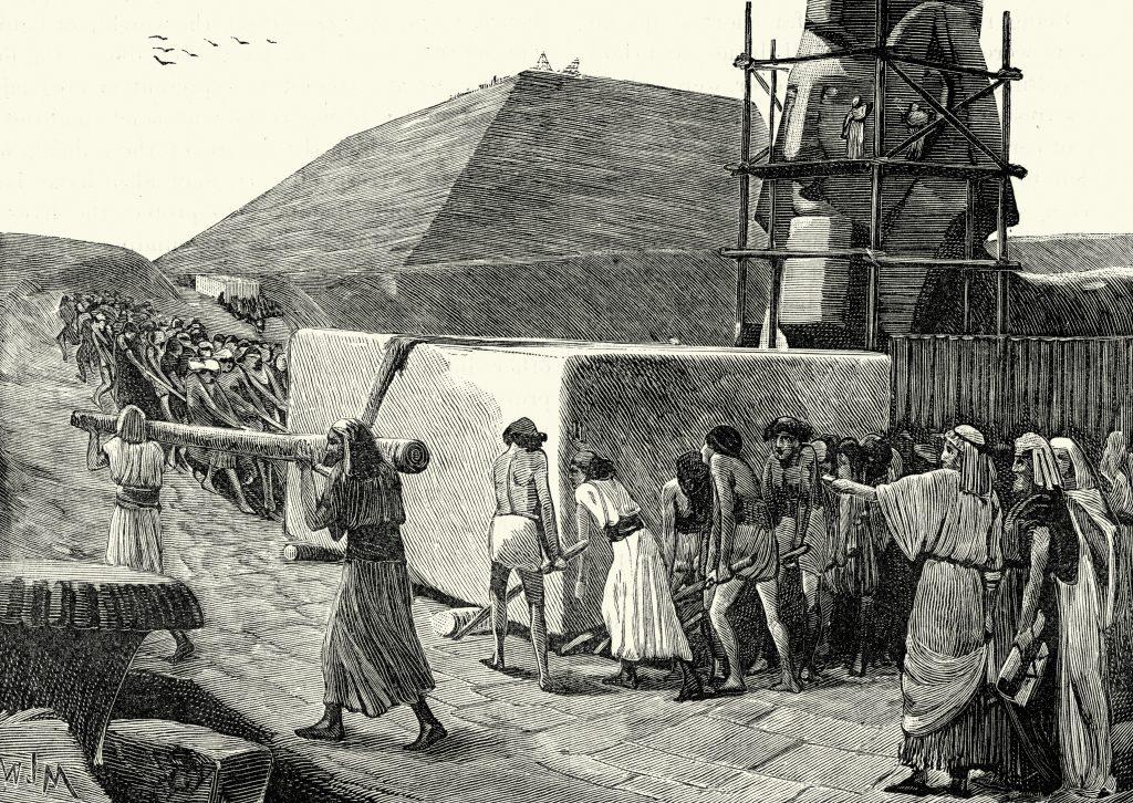 Gamle egyptere som bygger en pyramide