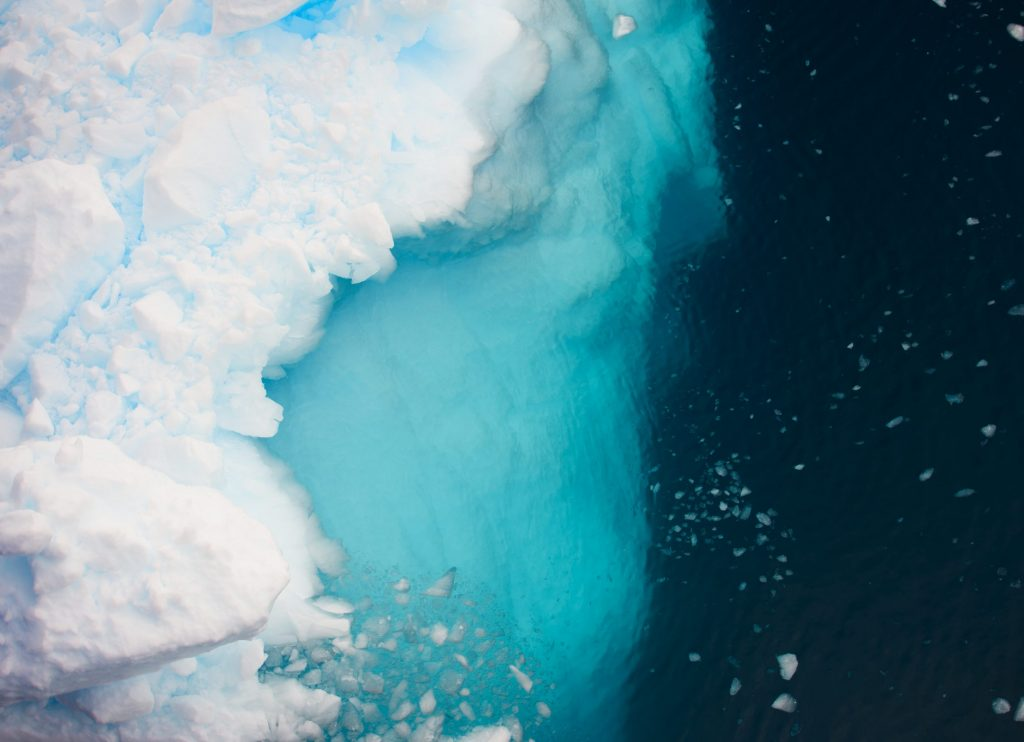 Fugleperspektiv av isfjell