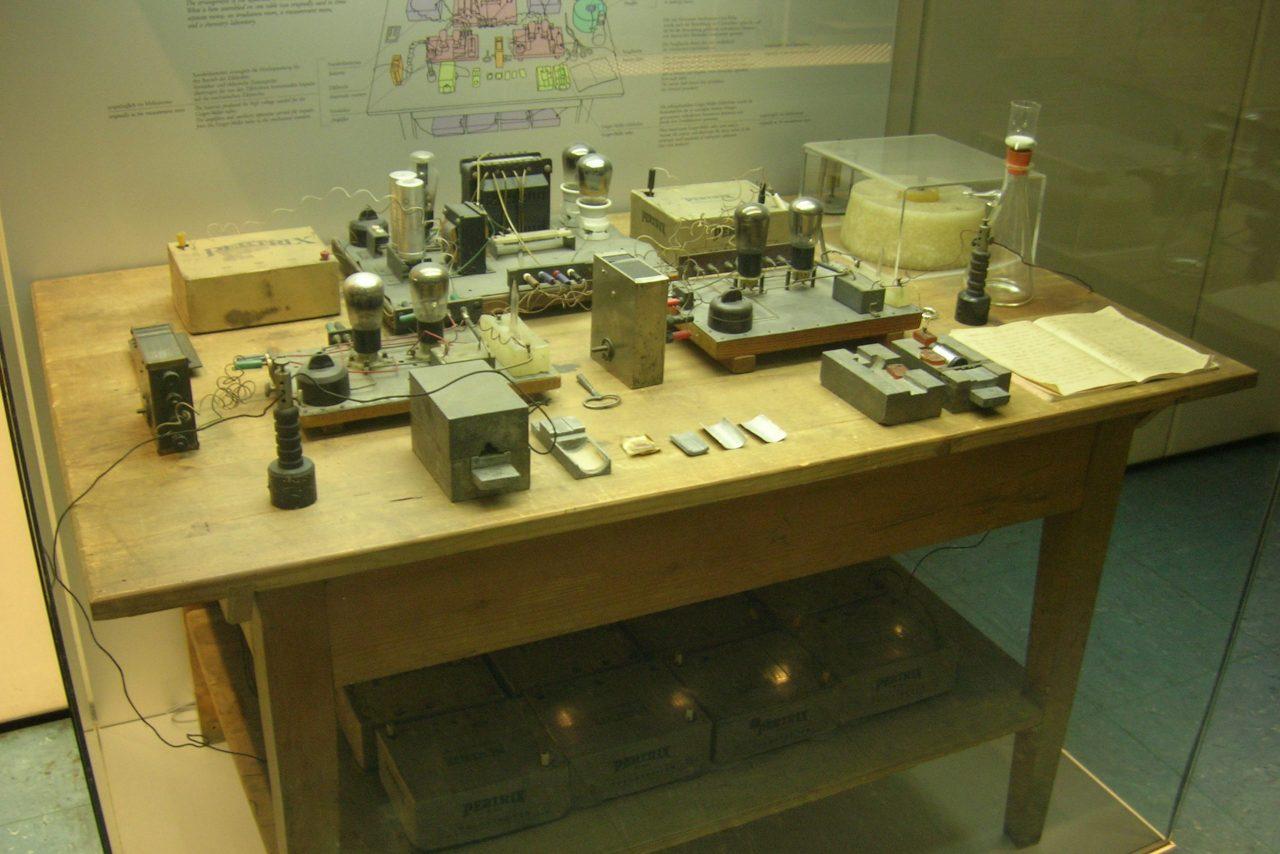 Utstyret Hahn og Strassmann brukte for å oppdage kjernefysisk fisjon står utstilt på Deutsches Museum i München