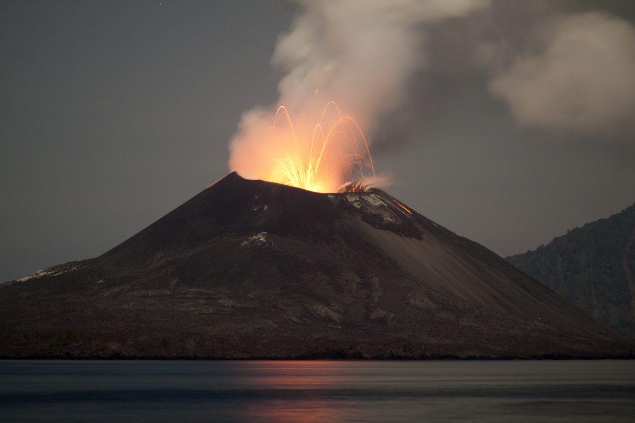 Krakatau Vulkanens utbrudd, November 2011