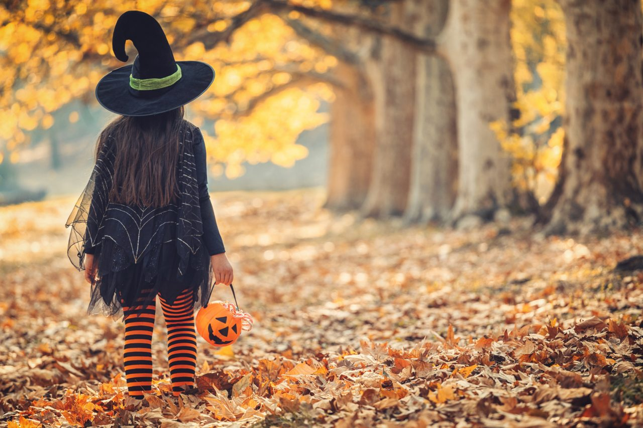 Utkledd jente på Halloween