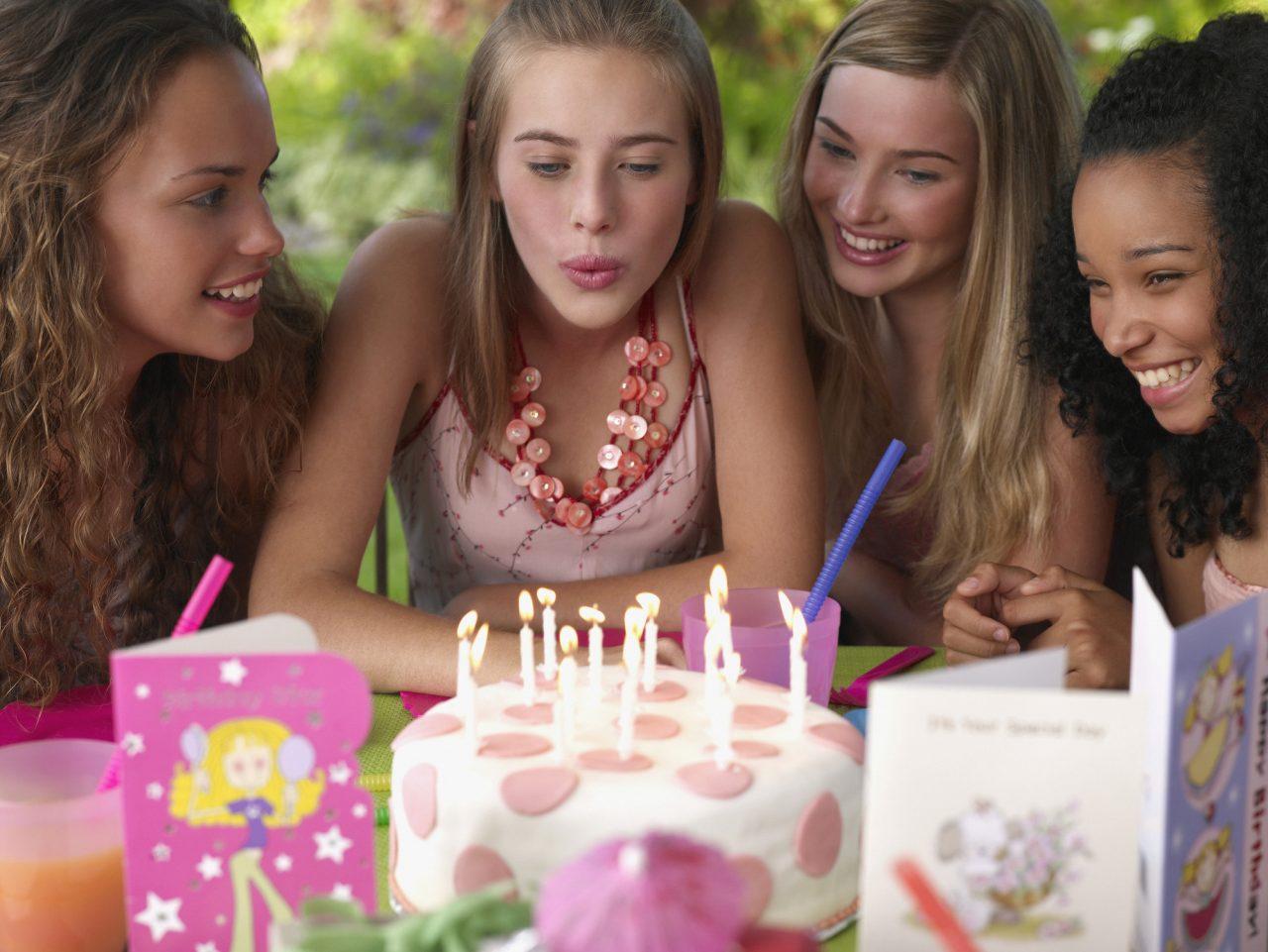 4 tenåringsjenter i bursdag