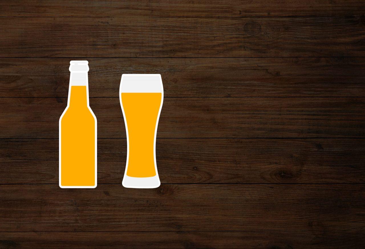 Illustrasjon av øl på en tre bakgrunn