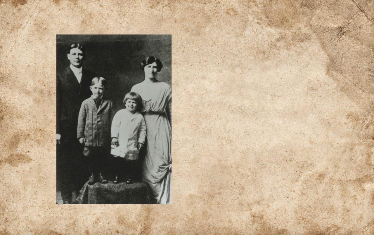 Ronald Reagan med familie på et julekort rundt 1916-1917