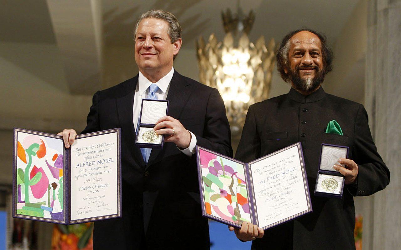 Al Gore og lederen for FNs klimapanel, Rajendra Pachauri, tok imot Nobels fredspris i 2007