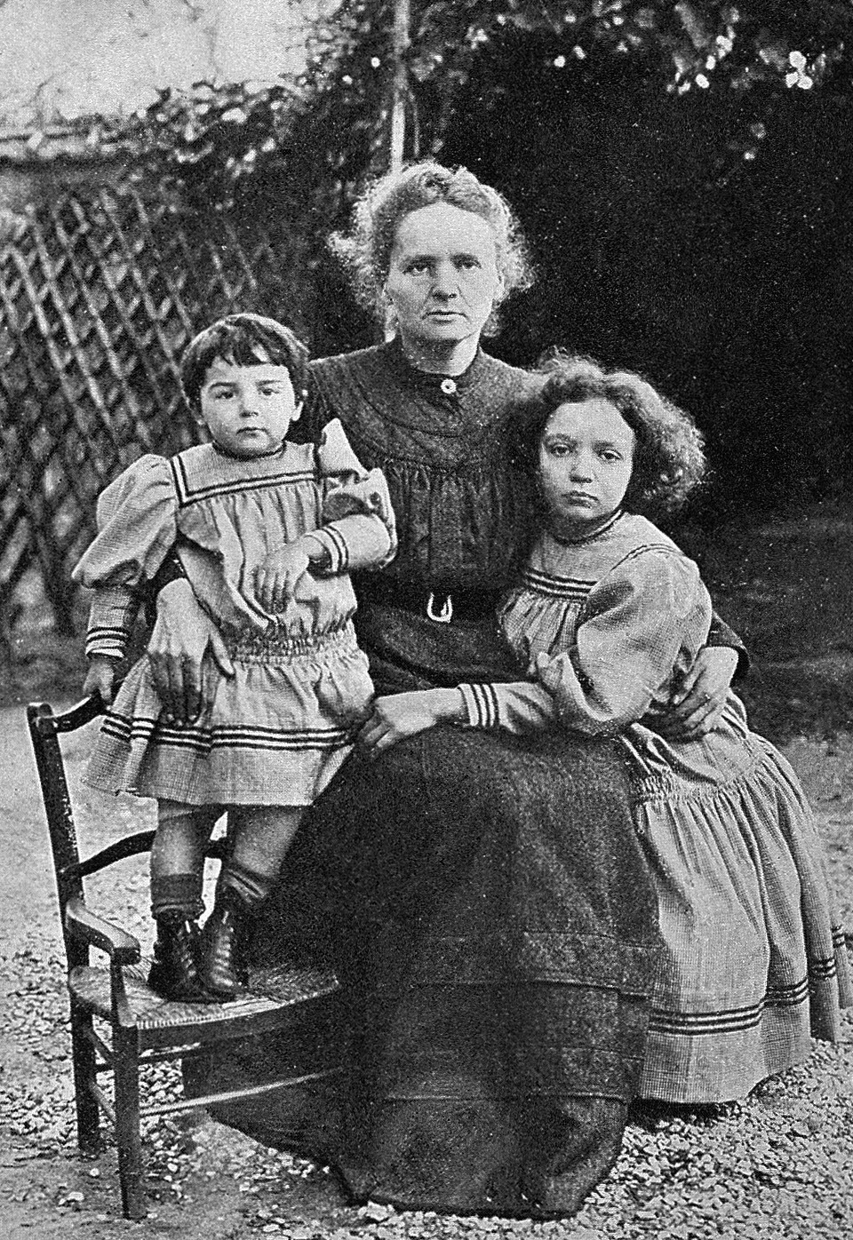 Marie Curie med hennes to døtre, Iréne og Eve Curie