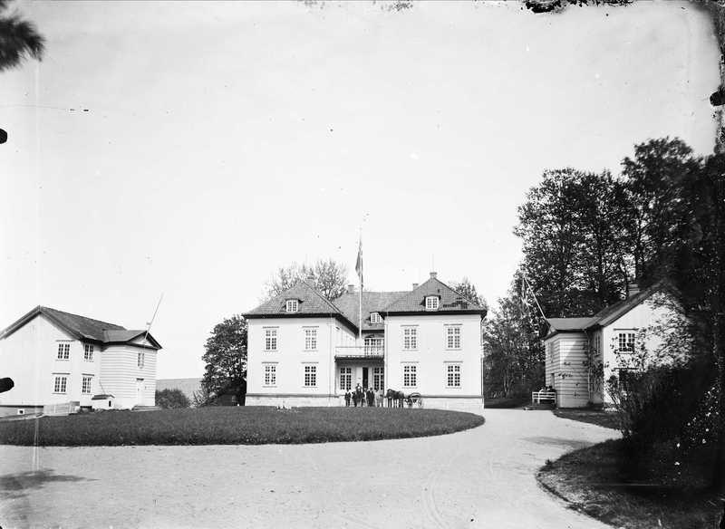Eidsvollsbygningen fotografert ca. 1890