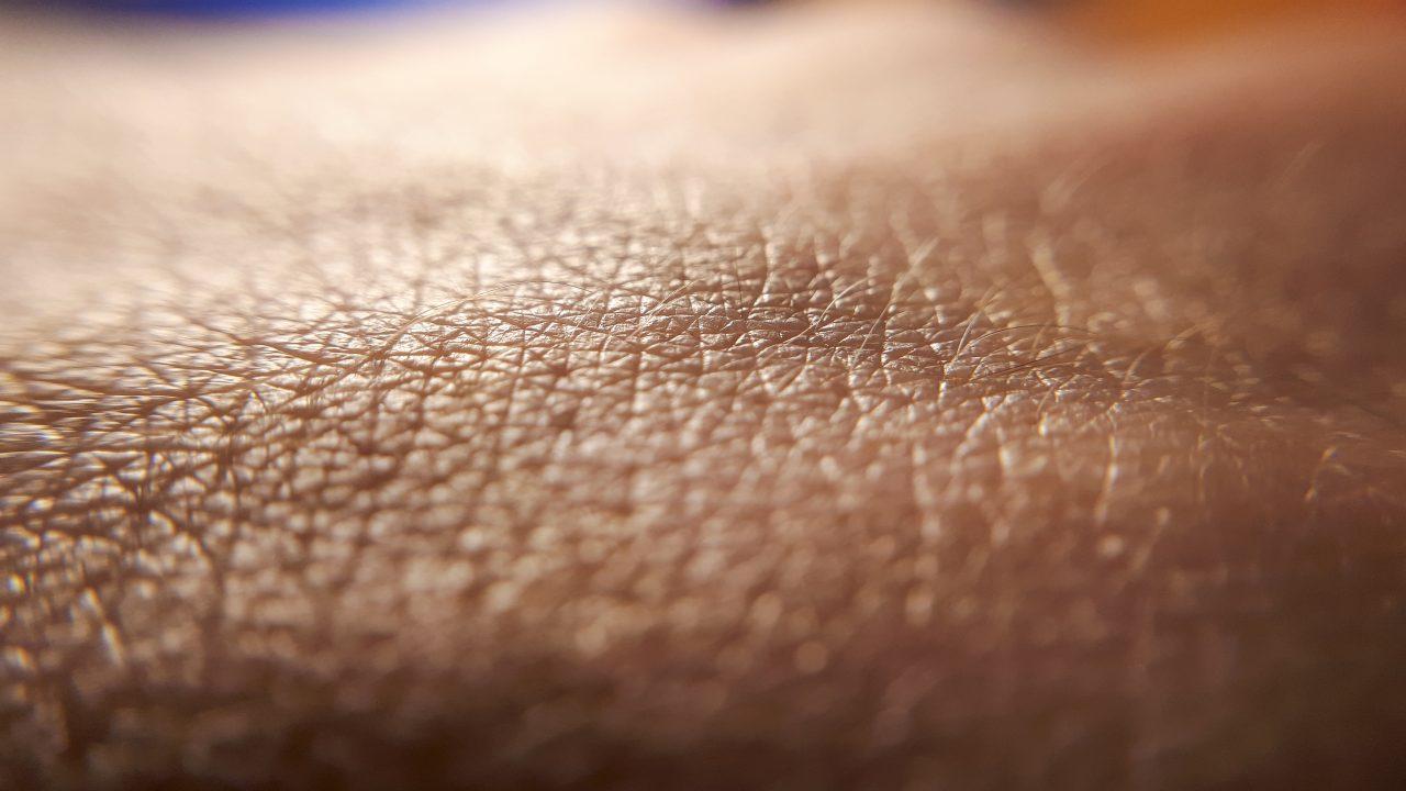 Nærbilde av huden på en hånd