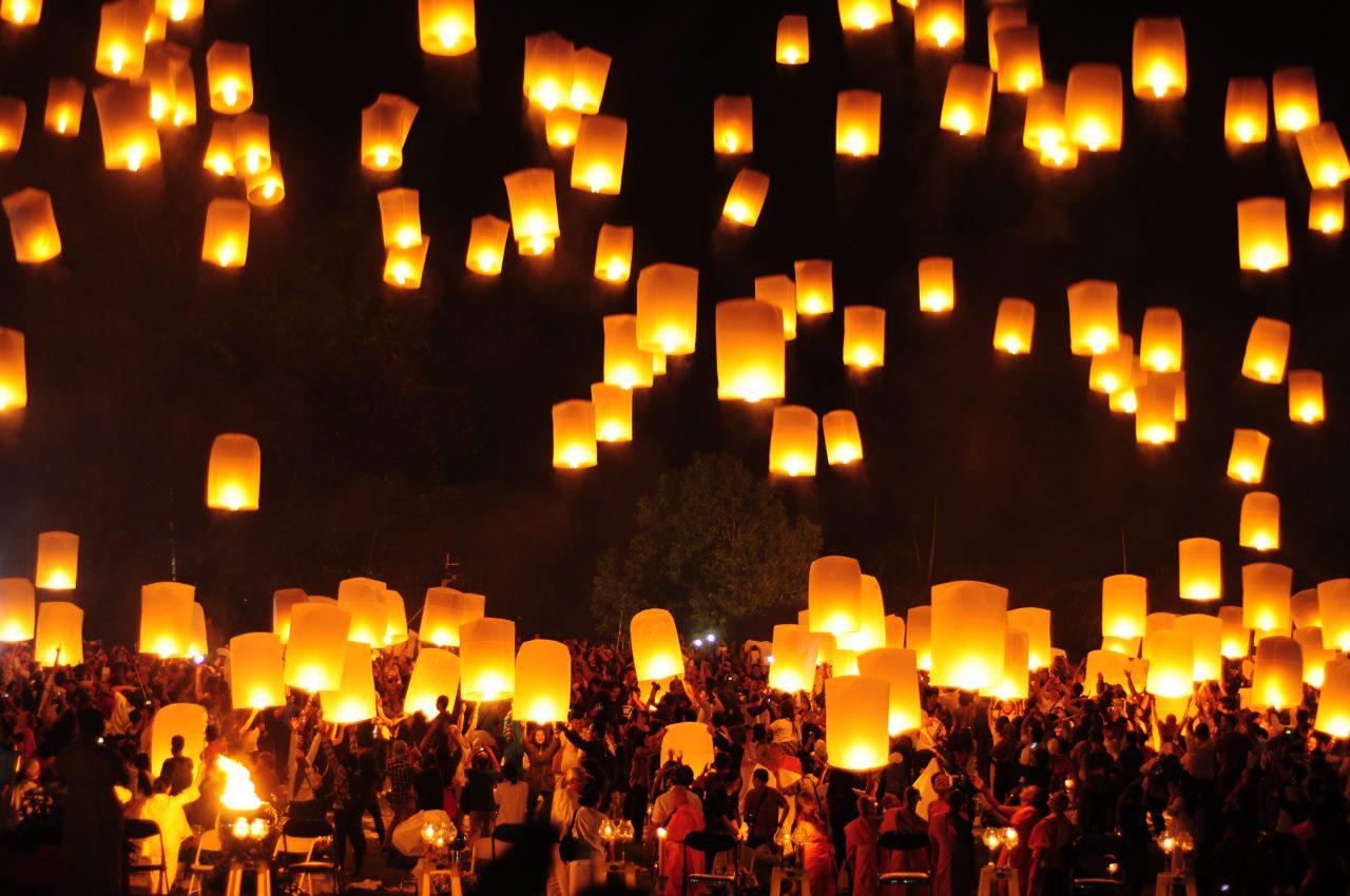 Vesak, Lanterner flyr opp mot himmelen