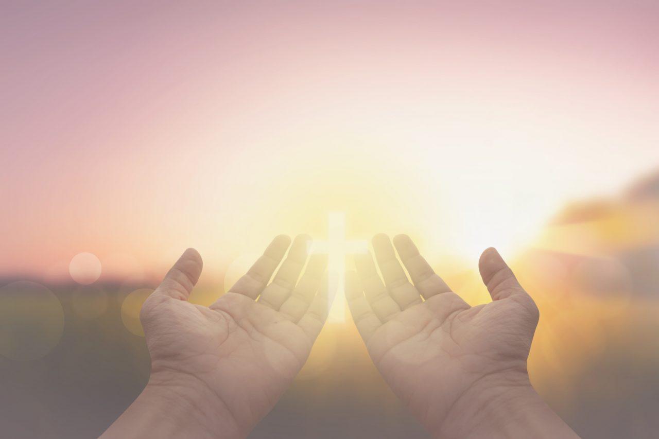 Hender holdes åpne mot solen