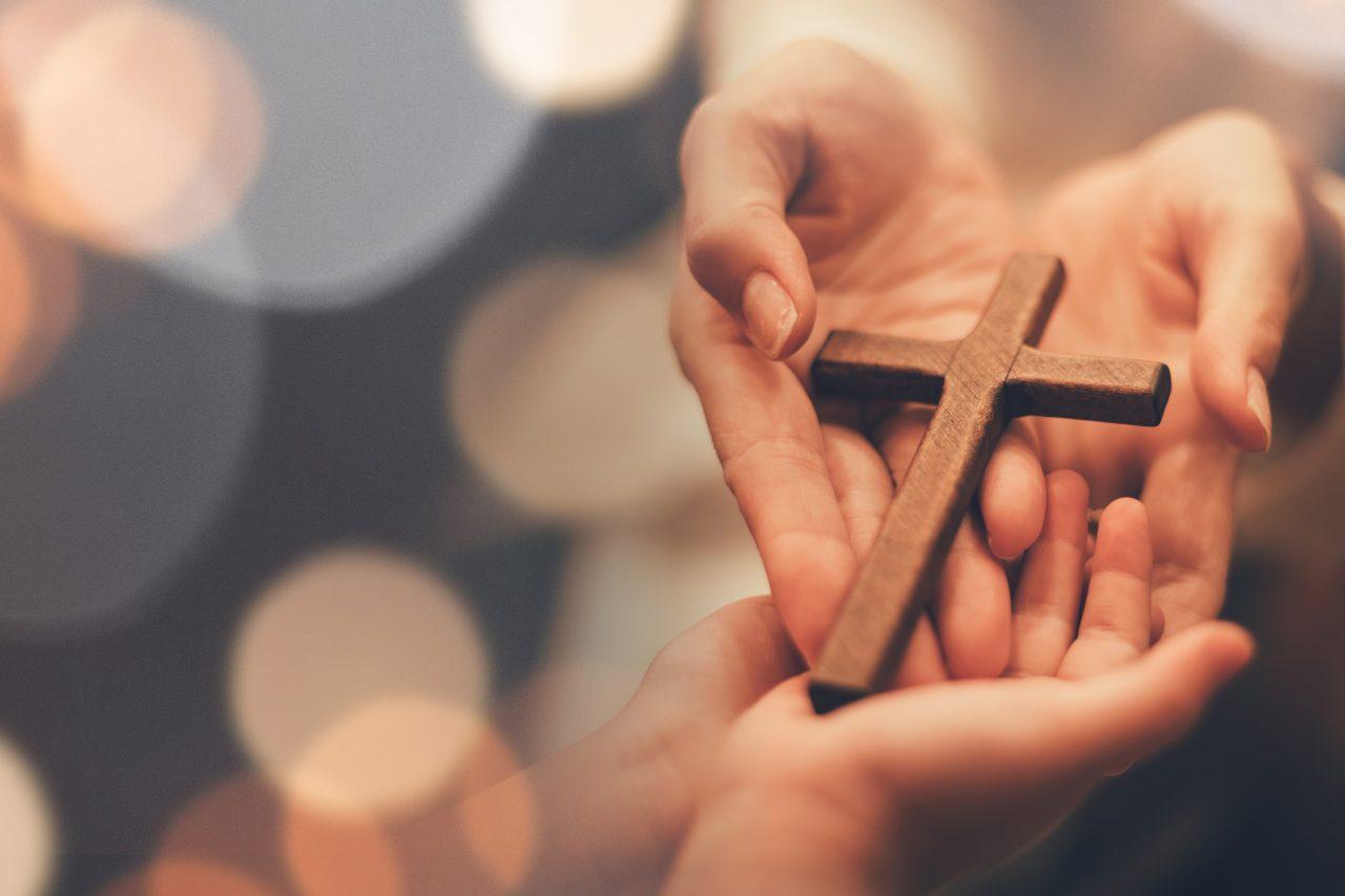 Et kors i en hånd
