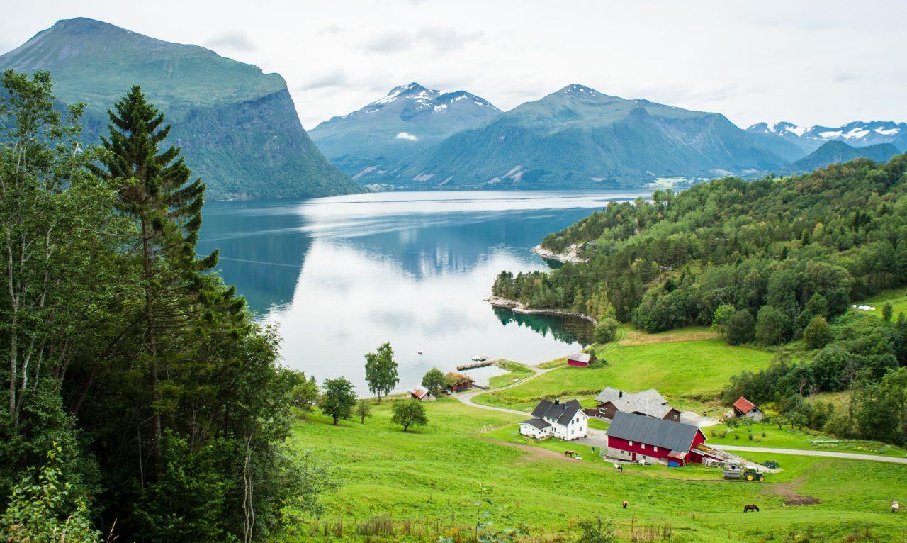 En norsk bygd i en fjord