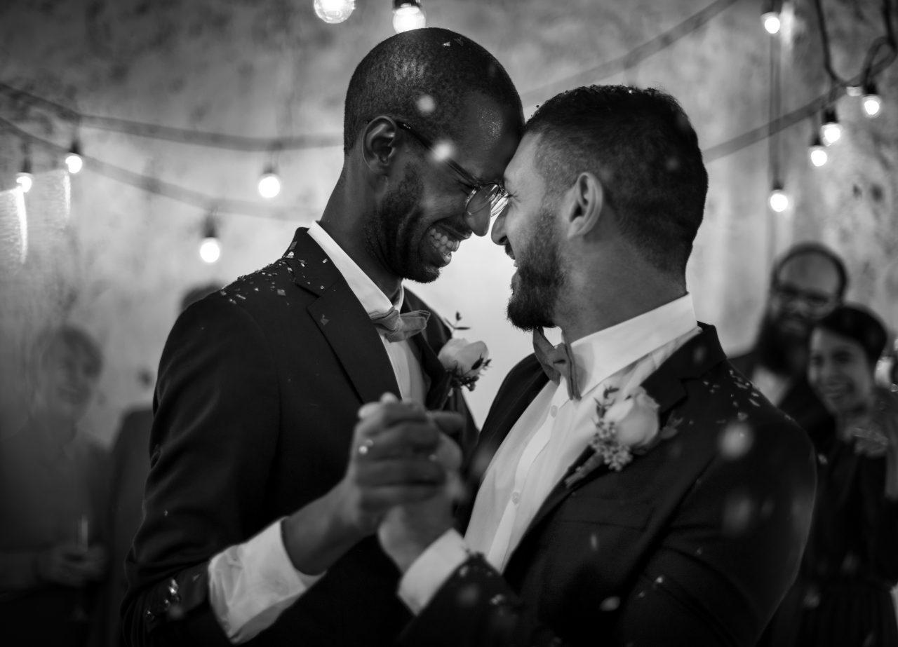 Nygift homofilt par