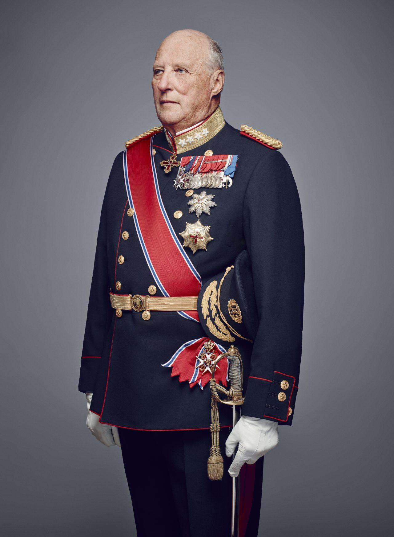 Offisielt portrett av Hans Majestet Kong Harald i uniform