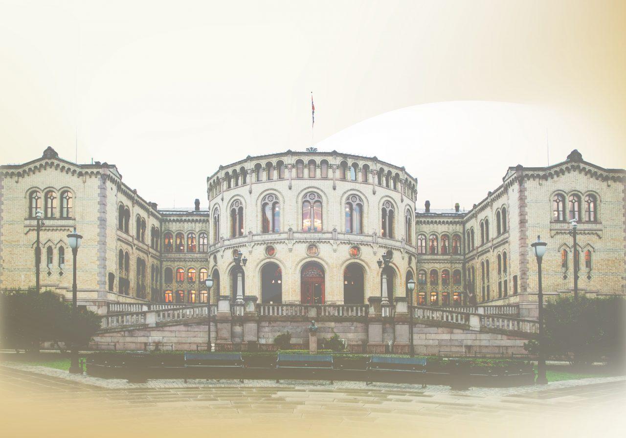 Stortinget på lys bakgrunn